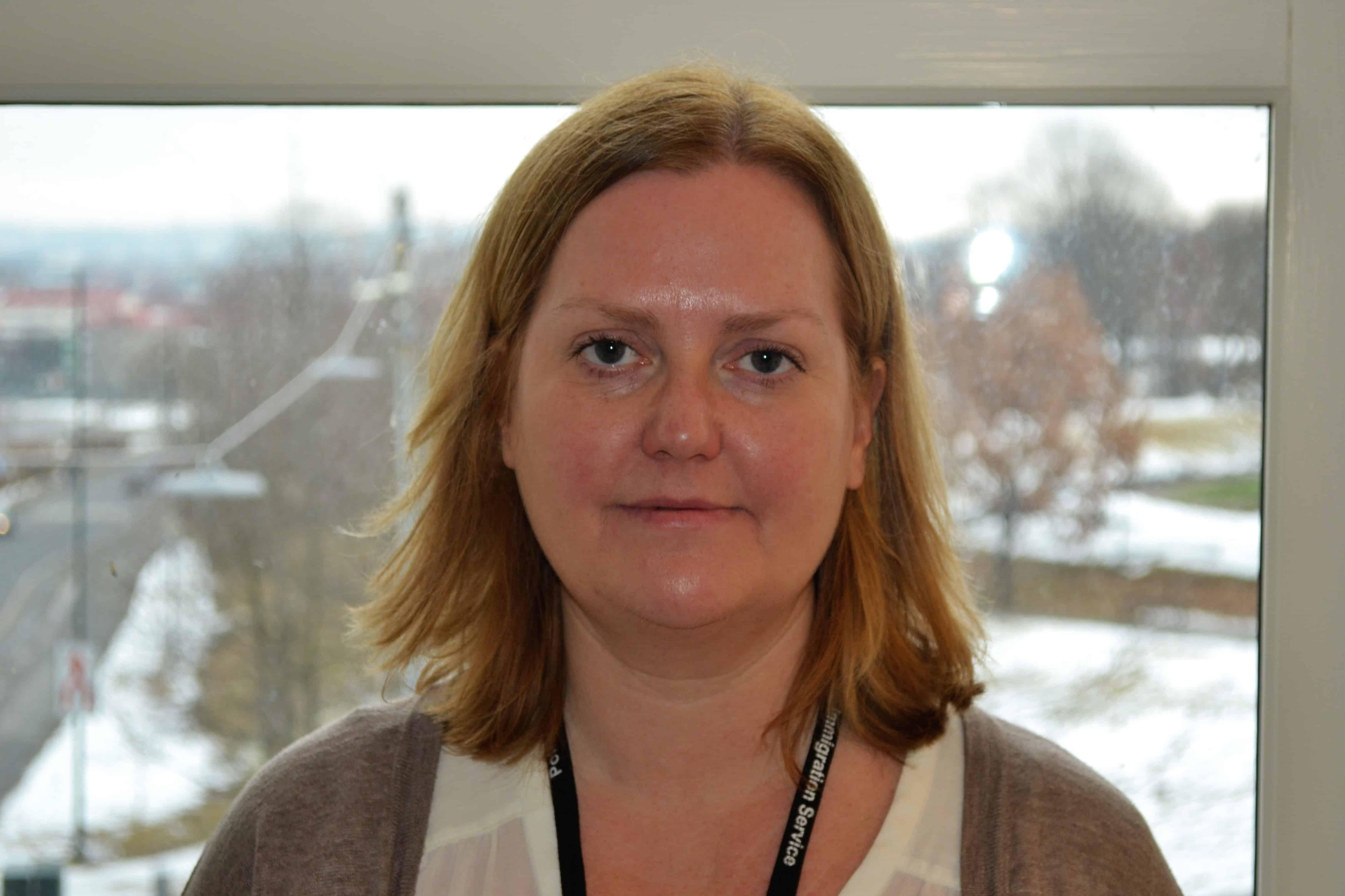 - TAS PÅ ALVOR: Fungerende seksjonssjef Janne Austnes i Politiets utlendingsenhet bekrefter at PU har satt i gang tiltak mot antatte lekkasjer. (Foto: PU)