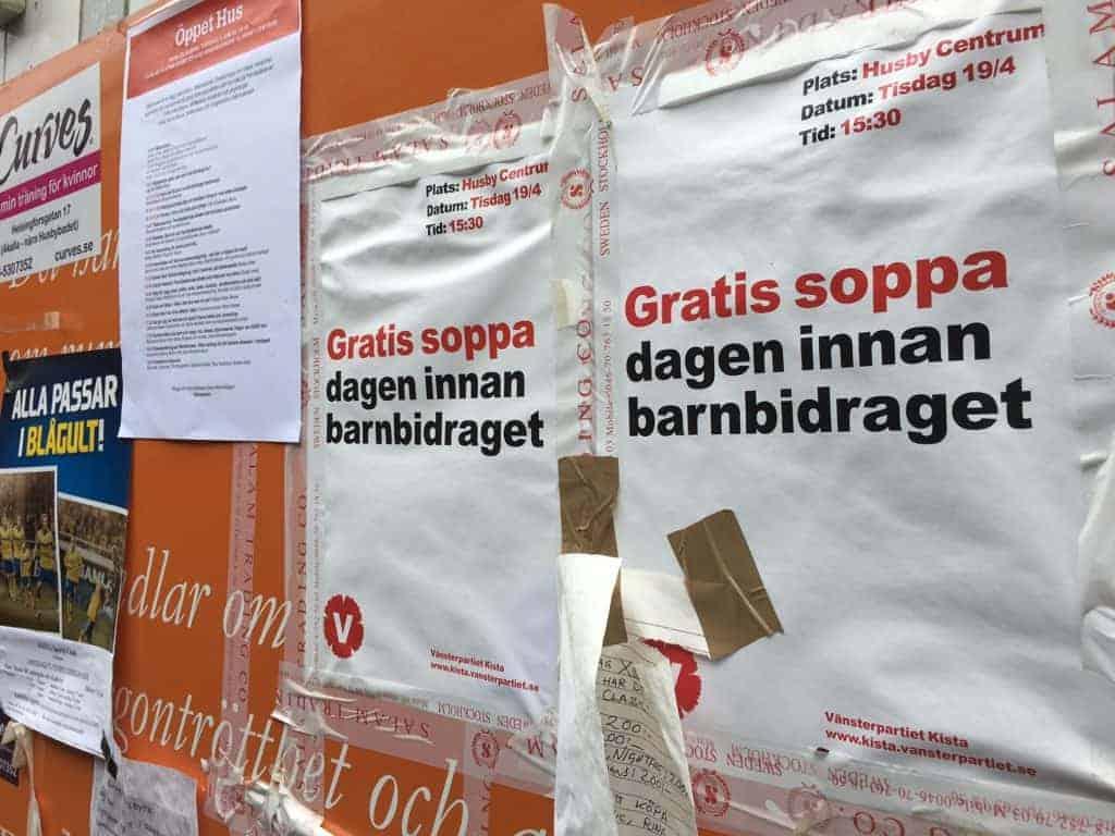 Sosialistene i Vänsterpartiet reklamerer for suppekjøkken dagen før barnebidraget kommer. (Foto: Harald S. Klungtveit)