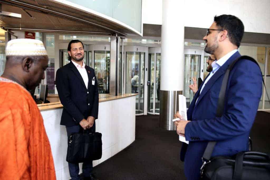 Kebba Secka (t.v), generalsekretær Mehtab Afsar og hele sekretariatet i Islamsk råd møtte onsdag i Kulturdepartementet for å gjøre opp status. (Foto: Harald S. Klungtveit)